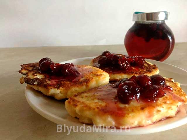 Сырники с вишневым вареньем