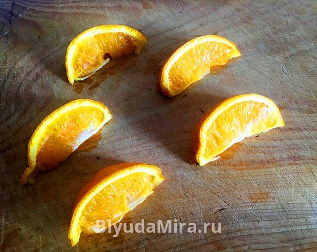 Порезанный на дольки апельсин