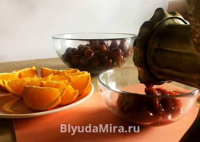 Прокурчиваем ягоды на мясорубке