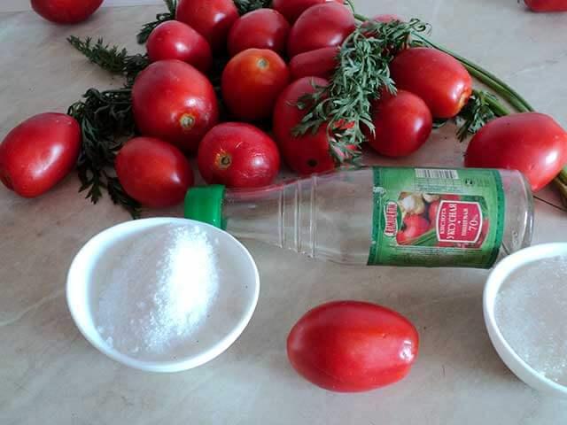 Томаты и ботва моркови