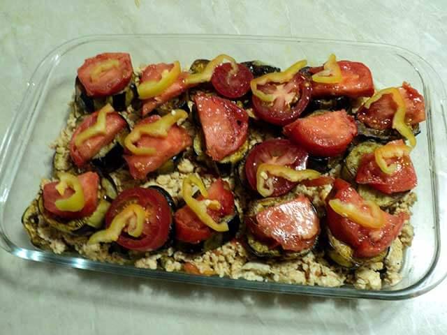 Баклажаны под томатами