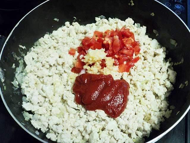 Фарш с томатами