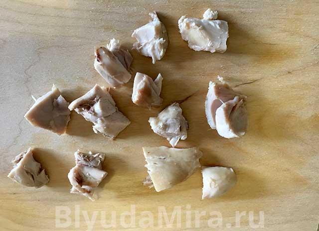 Кусочки порезанной курицы