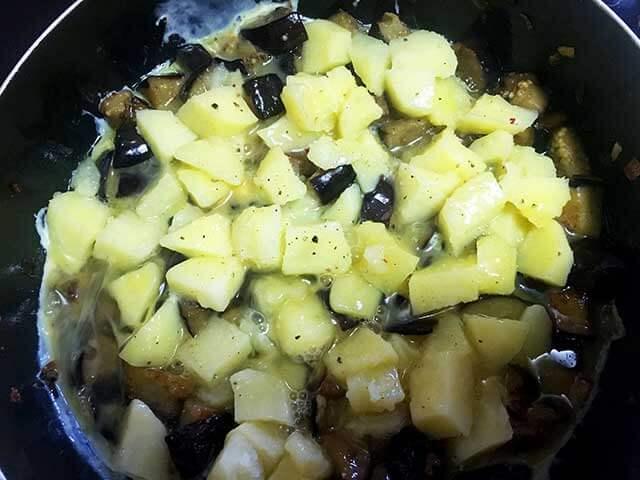 Баклажаны, картофель и яйцо