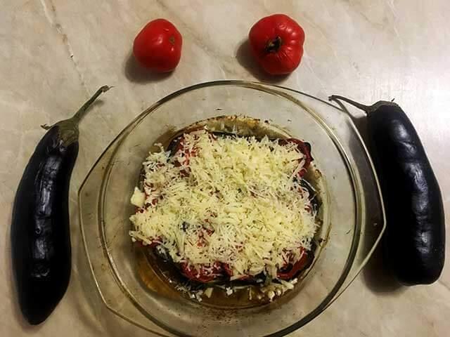 Сыр на помидорах