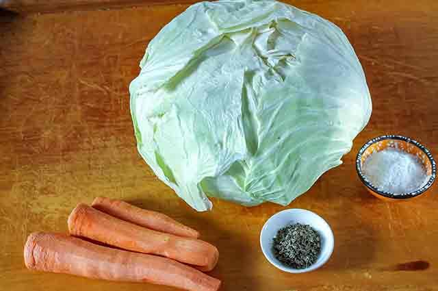 Капуста, морковь, укроп, соль