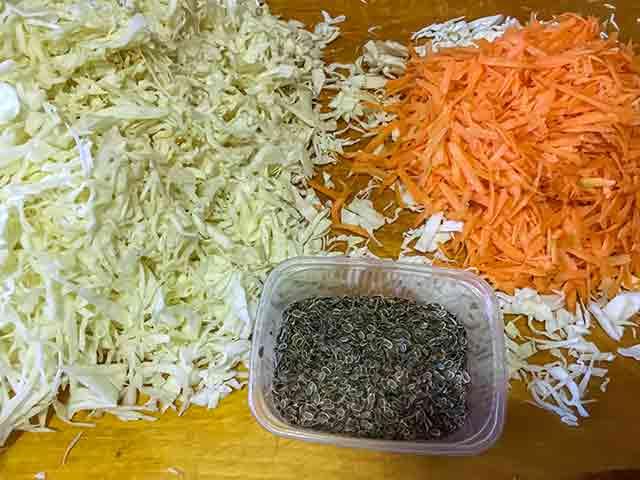Укроп, капуста и морковь