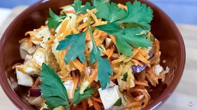 Салат с курицей, грибами и морковью по корейски