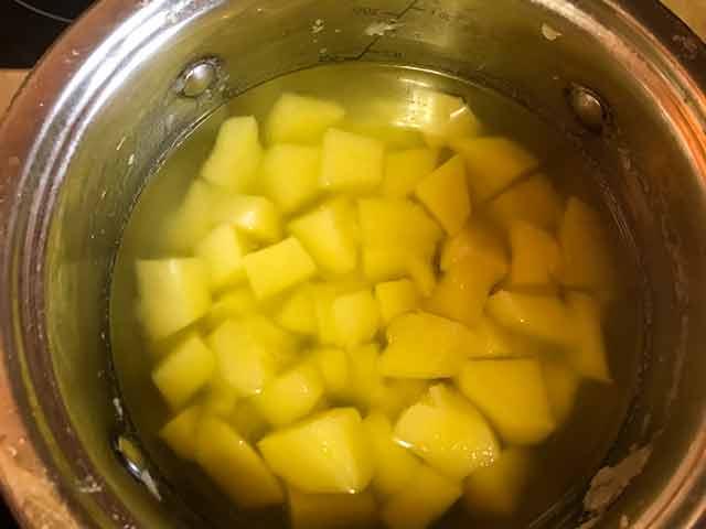 Картофель, залитый водой