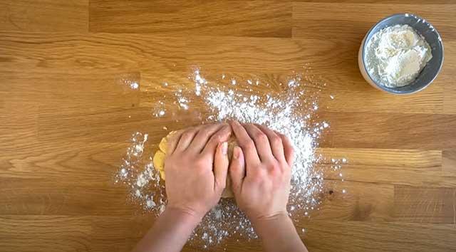 Тесто на доске