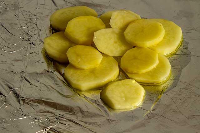 Картофель на фольге
