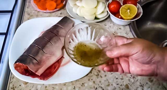 Горбуша и соус