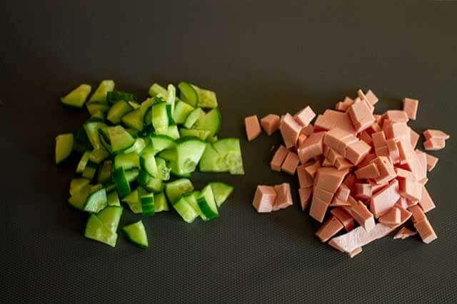 Огурцы и колбаса