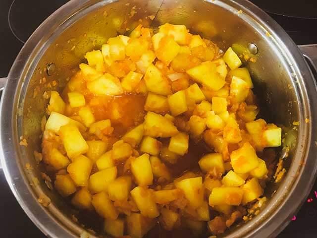 кабачок, томаты, морковь и лук