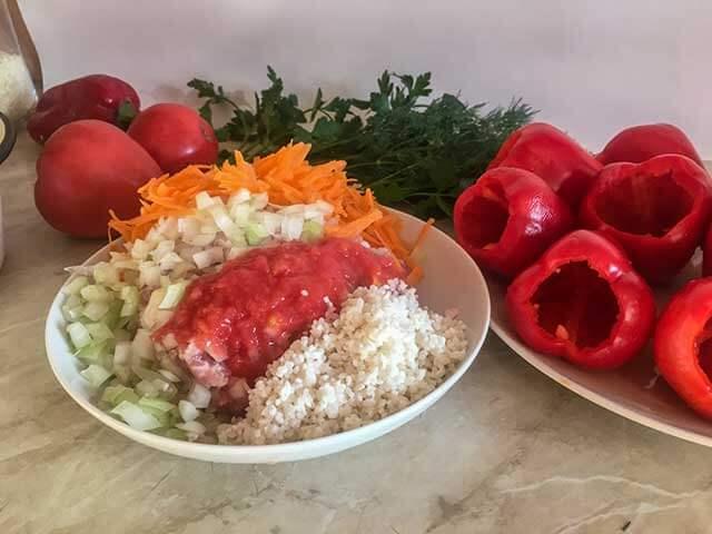 Фарш, лук, морковь и рис