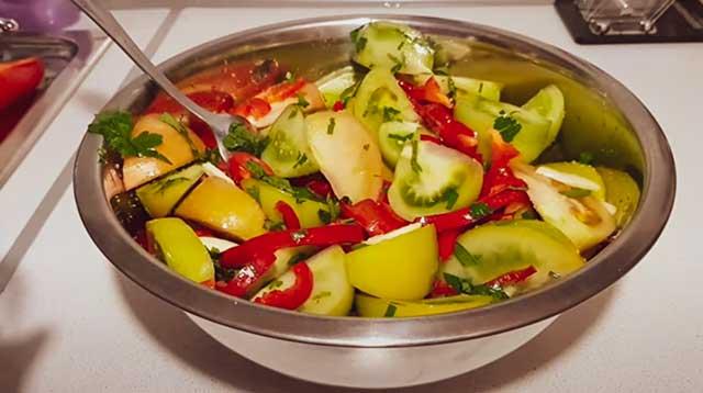 Овощи в тазу